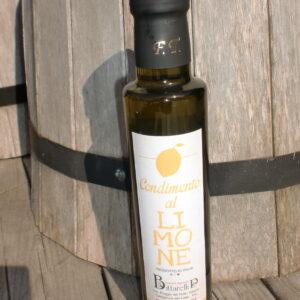 Olivolja med citron i glasflaska